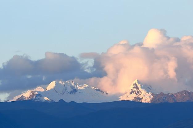 Красивый горный пейзаж сьерры, в оркотуна