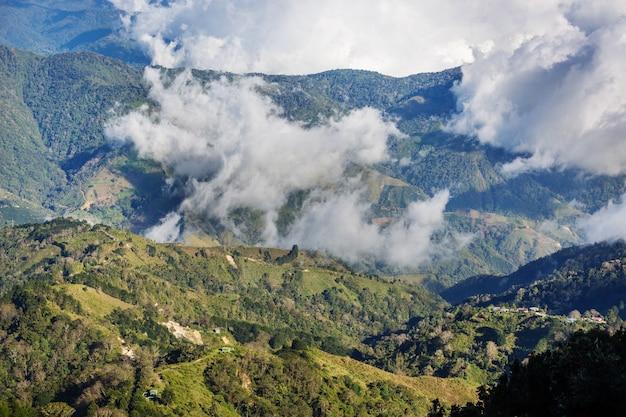 中央アメリカ、コスタリカの美しい山々の風景