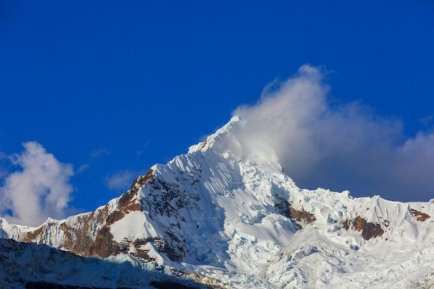 南米、ペルー、コルディレラブランカの美しい山々の風景