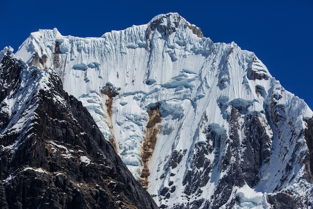南アメリカ、ペルー、コルディジェラフアイフアッシュの美しい山々の風景