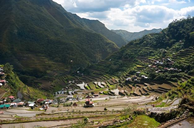 Красивые горы с рисовыми плантациями в горах филиппинских островов