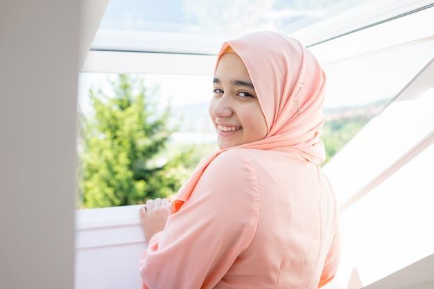Красивая мусульманская арабская девушка