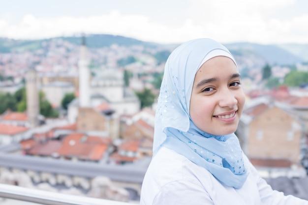 現実の美しいイスラムのアラビア人の女の子