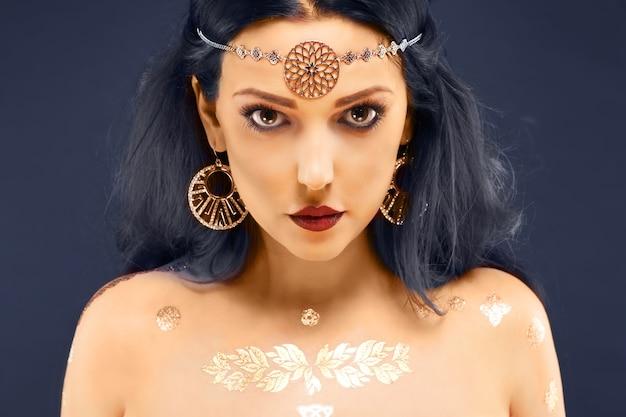 美しい神秘的な東洋の女性