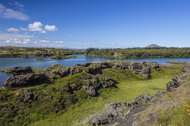 美しいミーヴァトン公園とその湖、アイスランド