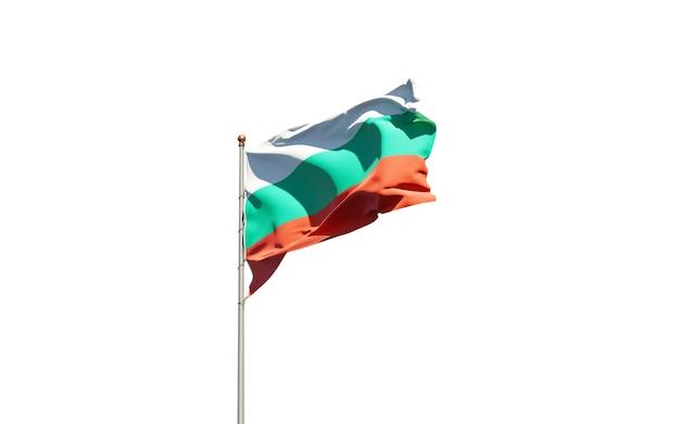 Красивый национальный государственный флаг болгарии на белом фоне.