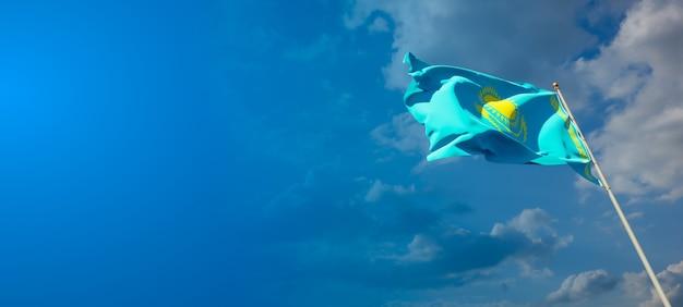 Красивый национальный государственный флаг казахстана с пустым пространством на широком фоне