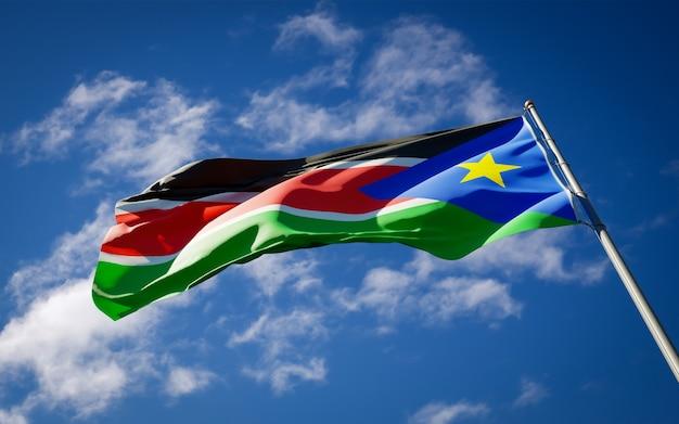 Красивый национальный государственный флаг южного судана развевается