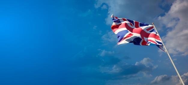 Красивый национальный государственный флаг великобритании на голубом небе