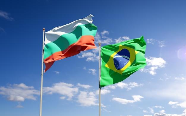 Красивые национальные государственные флаги бразилии и болгарии вместе на голубом небе