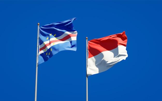 Красивые национальные государственные флаги индонезии и кабо-верде вместе на голубом небе