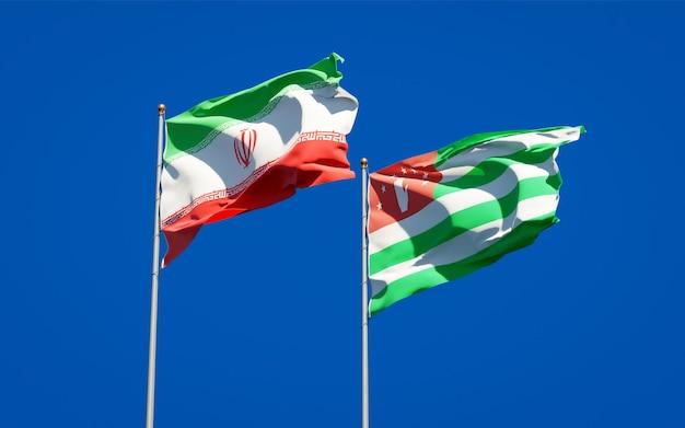 Красивые национальные государственные флаги ирана и абхазии вместе