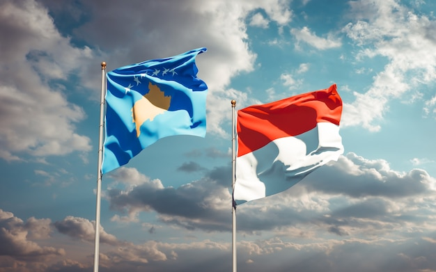 Красивые национальные государственные флаги косово и индонезии вместе на голубом небе