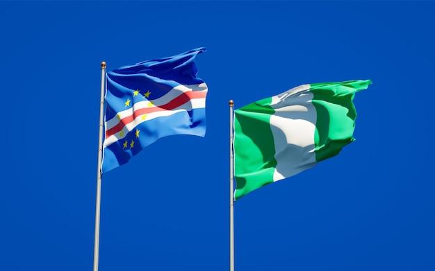 Красивые национальные государственные флаги нигерии и кабо-верде вместе на голубом небе
