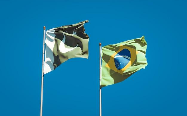 青い空に一緒にパキスタンとブラジルの美しい国の旗