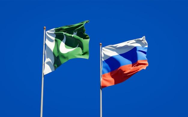 青い空に一緒にパキスタンとロシアの美しい国の旗。 3dアートワーク