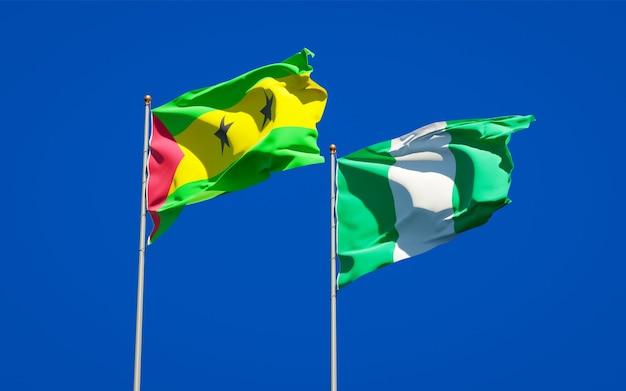 Красивые национальные государственные флаги сан-томе и принсипи и нигерии вместе на голубом небе