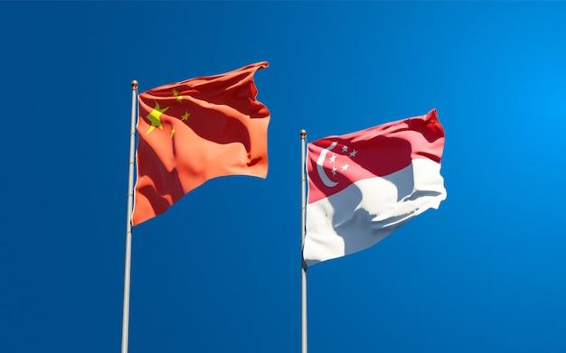 Красивые национальные государственные флаги сингапура и китая