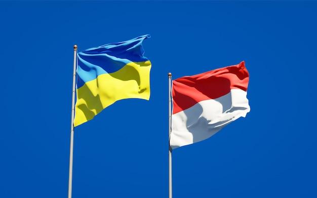 Красивые национальные государственные флаги украины и индонезии вместе на голубом небе