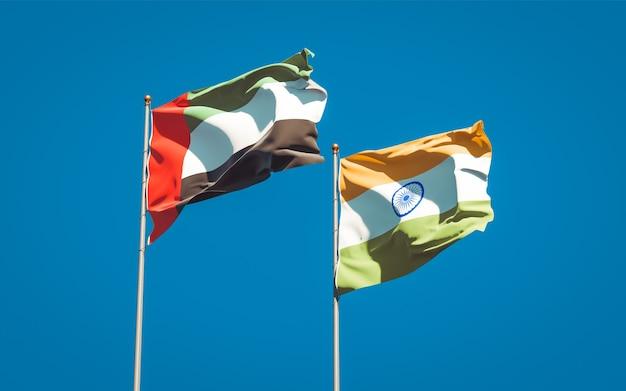 Красивые национальные государственные флаги объединенных арабских эмиратов, оаэ и индии вместе