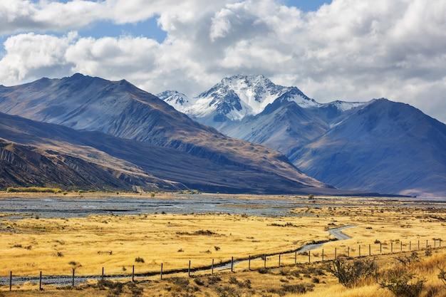 Красивые природные пейзажи в национальном парке маунт кук, южный остров, новая зеландия
