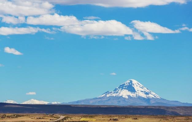 美しい自然の風景山々火山アンデス地域、ボリビア