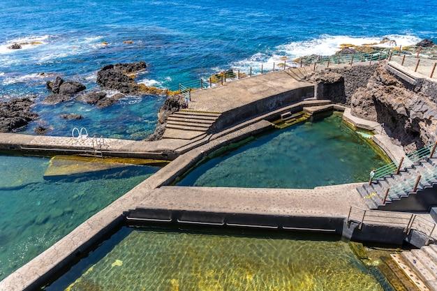 ラパルマ島の北東海岸にあるラファハナの美しい自然のプール