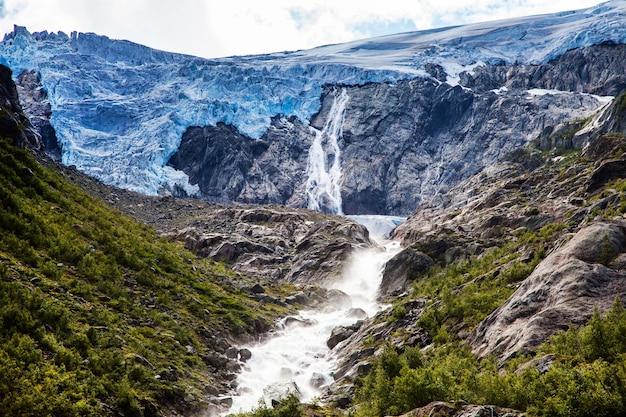 Красивый природный ландшафт в норвегии. удивительная дикая природа европы.