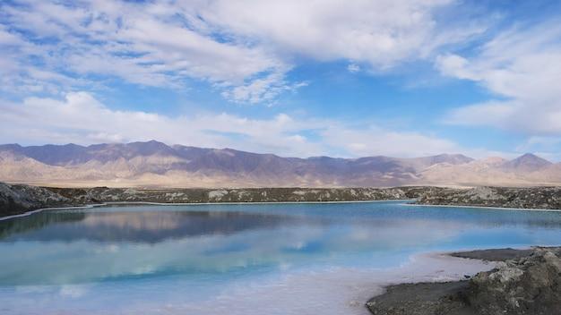 Beautiful nature landscape view of emerald salt lake in qinghai china Premium Photo
