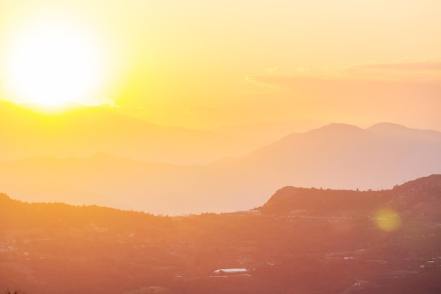 Красивые природные пейзажи в горах турции. ликийский путь известен среди туристов.