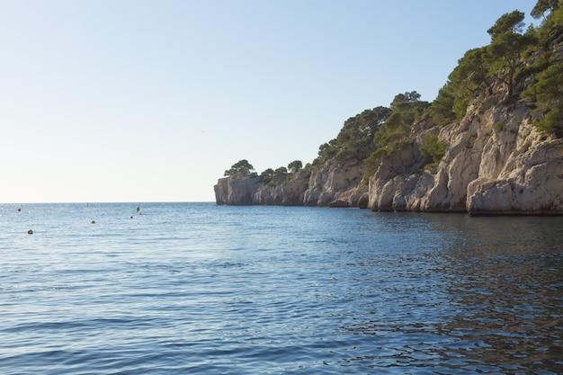 フランスの紺碧の海岸にあるカランクの美しい自然。マルセイユ近くのカランク国立公園。自然とアウトドア