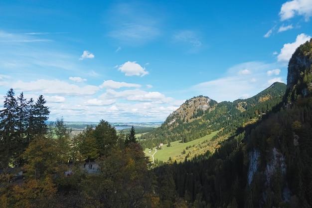 화창한 날 여행 및 목적지 풍경에 고산 산 호수와 마을의 유럽 알프스 풍경보기의 아름다운 자연