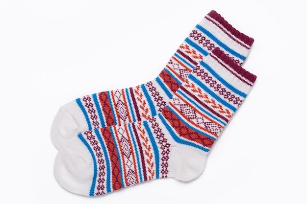 Красивые новые унисекс стрейч спортивные носки, изолированные на белом фоне. крупным планом подробный студийный снимок.