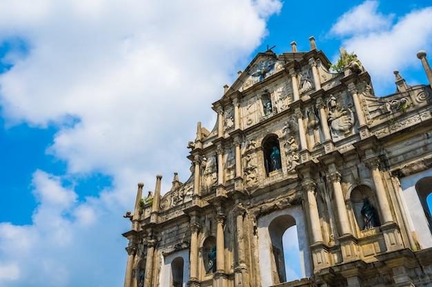 세인트 푸알 교회의 폐허와 아름다운 오래된 건축
