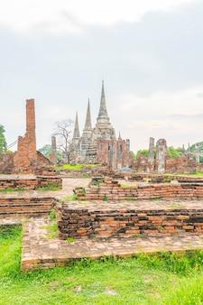 Bella vecchia architettura storica di ayutthaya in thailandia