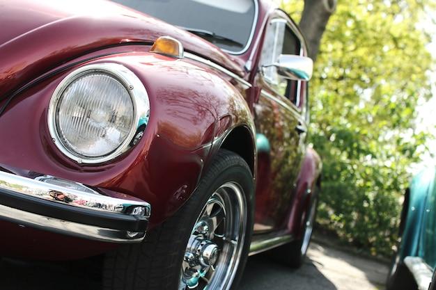 茶色の美しい古い車