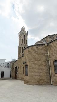 니코시아의 아름 다운 오래 된 그리스 건축입니다. 키프로스.