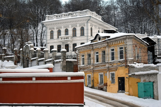 겨울에 아름다운 오래된 도시 건축