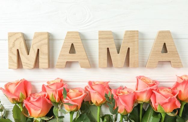 Красивые оранжевые розы и надпись мама