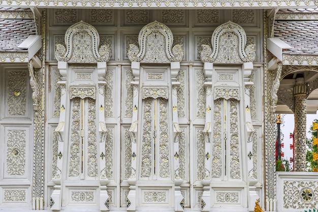美しい装飾的な建物