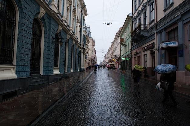 Ukranaの旧市街chernivtsiの美しいostreet