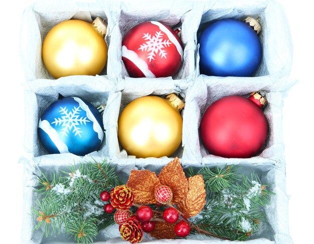 美しいパッケージのクリスマスボール、クローズアップ