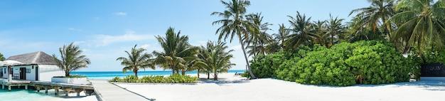 島、モルディブ、インド洋の美しいパノラマ風景。