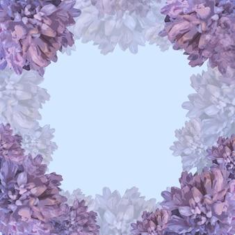 紫色の背景に美しいパステルカラーの花の装飾。結婚式の招待状、母の日の挨拶のコンセプトのカードモックアップ。テキスト、画像、広告のコピースペース。トレンディな色、インスピレーション、お祝い。