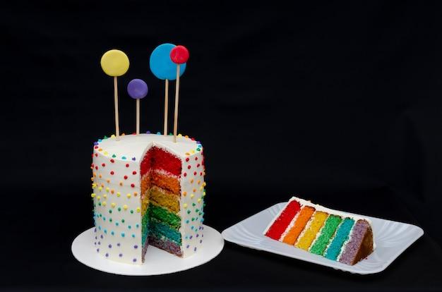 虹のような色のレイヤーを持つ美しいパステル