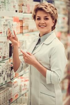 仕事で美しい薬剤師