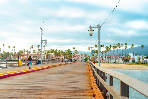 米国カリフォルニア州サンタバーバラの美しい桟橋と海の風景