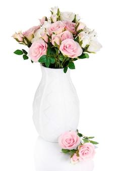 흰색 절연 꽃병에 아름 다운 분홍색과 흰색 장미