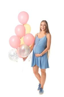 화이트에 공기 풍선과 함께 아름 다운 임신 한 여자