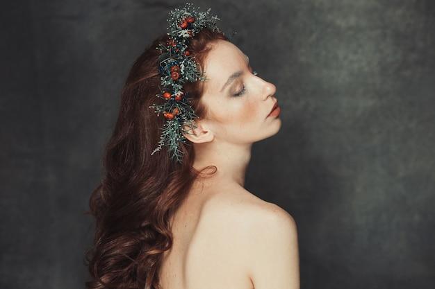 美しい赤毛モデルのポートレート